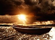 汹涌海浪中飘零的孤船凄美意境图片