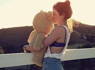 见证甜蜜爱情的泰迪熊