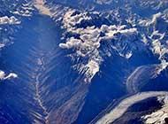 鸟瞰昆仑山风景图片
