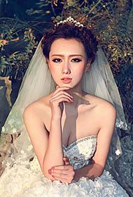 时尚车模余陈秋子优雅高贵婚纱写真