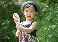 可爱女宝宝卖萌的图片高清摄影