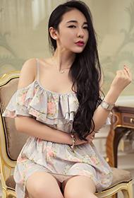 时尚吊带短裙美女珊珊性感写真