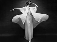 欧美女生舞者黑白照