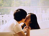 qq皮肤情侣图片甜蜜接吻