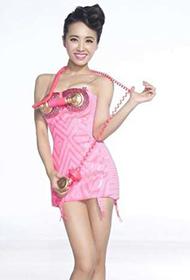 女歌手蔡依林化身美丽的粉红女郎