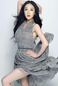 刘奕丹长裙飘逸演绎轻熟美女图片