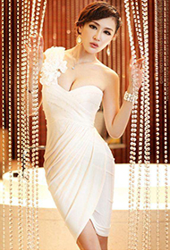 白色连衣裙美女模特秀婀娜身躯