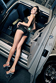 韩国性感车模郑丽珍美腿诱惑高清图片