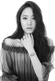 韩国姐妹花郑秀妍与郑秀晶代言珠宝黑白写真