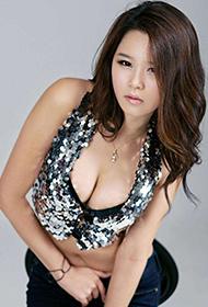 韩国模特李舒情大秀修长美腿