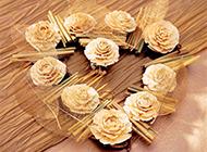美丽的心形玫瑰花环图片