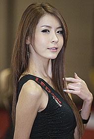 韩国美女车模向你放电图片