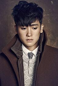 韩国男明星朴炯植雀斑妆容席卷时尚圈