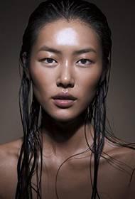 超模刘雯时尚杂志封面秀 百变造型炫酷个性