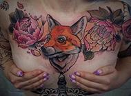胸部的狼纹身图片欣赏