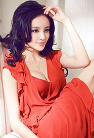 青年演员刘雨欣红装惊艳性感图