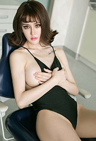 模特美女Cheryl青树变身性感白衣天使
