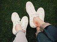 穿aj球鞋的幸福情侣图片