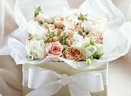 婚礼上的唯美花束与礼物图片