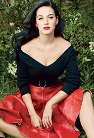 美国美女歌手凯蒂佩里微露酥胸乡村风