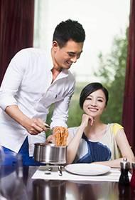 模范夫妻陈龙章龄之大秀恩爱幸福