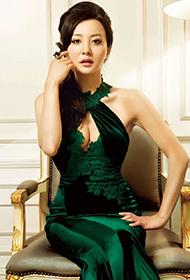 陶红漂亮低胸晚礼服展温柔婉约气质