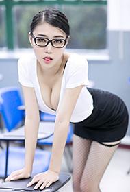 性感美女教师制服丝袜诱惑