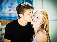 非主流欧美甜蜜情侣接吻素材