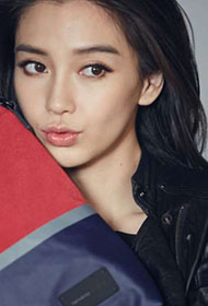 Angelababy露甜美笑容与韩国男模拍摄广告