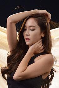 郑秀妍身披薄纱若隐若现大秀性感身材