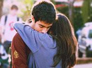 情侣间最温暖的拥抱