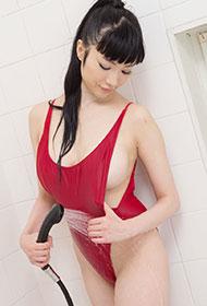 森下悠里浴室湿身秀浑圆雪乳