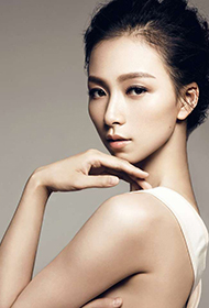 美女演员李倩露香肩锁骨图片