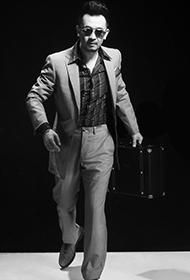 黄海波戴墨镜型男范十足黑白写真大片