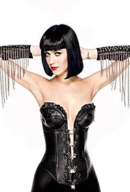 美国流行女歌手凯蒂·佩里黑色紧身衣秀迷人小蛮腰