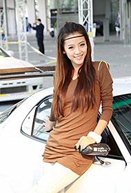 车展上的靓丽动人模特