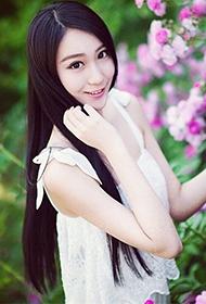 长发气质模特戴二胡微博迷人美照