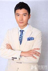 内地男演员李泰半裸展肌肉男帅气写真