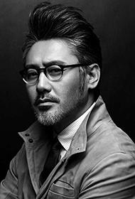 国民大叔吴秀波彰显雅痞魅力黑白图片
