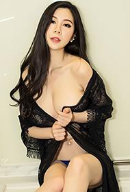 性感熟女田妞惊艳动人高清写真图