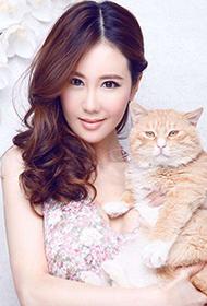 美女演员于咏琳与萌猫亲密互动写真
