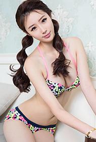 三点式内衣少女刘镗尽显迷人身材