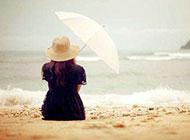 浪漫沙滩撑伞少女唯美ppt背景图