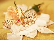黄玫瑰与珍珠首饰唯美素材