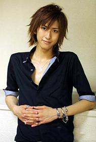 日本男演员相叶弘树尽显花美男形象