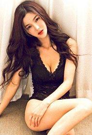 嫩模李颖芝穿美裙展性感曲线
