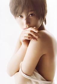 日本女艺人堀北真希挑战大尺度半裸诱惑照