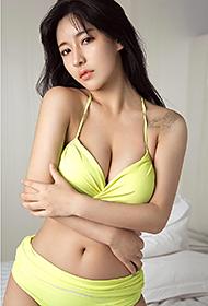 90后美女郭芯榕泳衣湿身撩人写真