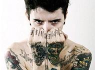 外国美男模特创意纹身图案