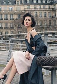 超模刘雯欧美复古发型 巴黎街头时尚街拍